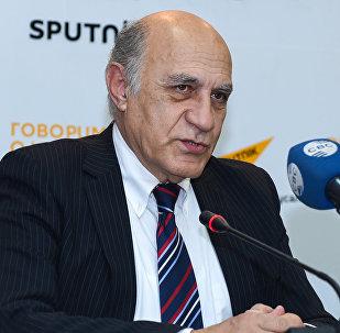 На мероприятии в Мультимедийном пресс-центре Sputnik Азербайджан было обсуждено будущее азербайджанского телевидения