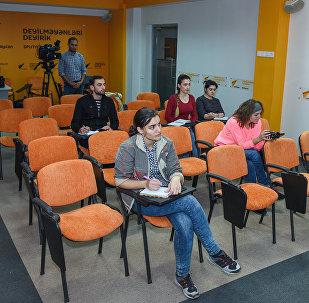 Пресс-конференция на тему Об успехе картины Али и Нино и тенденциях в национальном кино в мультимедийном пресс-центре Sputnik Азербайджан.