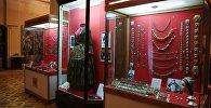 Выставка Украшения женской одежды