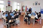 Учебный процесс в одном из школ города Баку, фото из архива