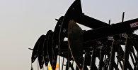 Нефтяные насосы в Бахрейне, фото их архива