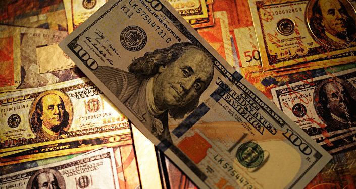 Доллары США, фото из архива