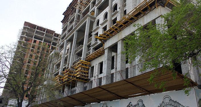 Строящееся здание, фото из архива