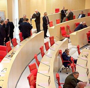 Депутаты в зале заседаний парламента Грузии, архивное фото