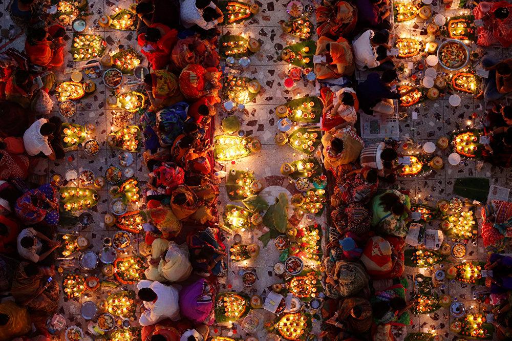 Фестиваль Rakher Upabash в Дакке