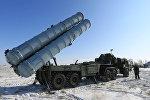 Пусковая установка зенитных ракет комплекса С-400 на территории государственного полигона Капустин Яр, фото из архива