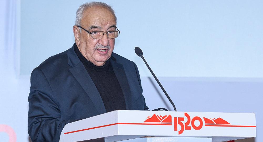 Вице-премьер Азербайджана Абид Шарифов выступает на железнодорожном бизнес-форуме Стратегическое партнерство 1520: Каспийский регион