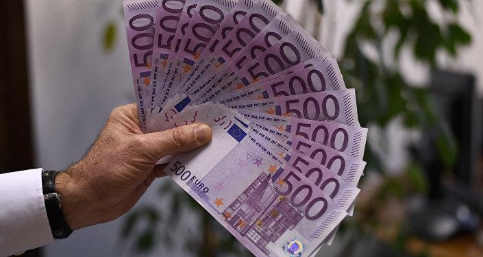 Купюры достоинством в 500 евро, фото из архива