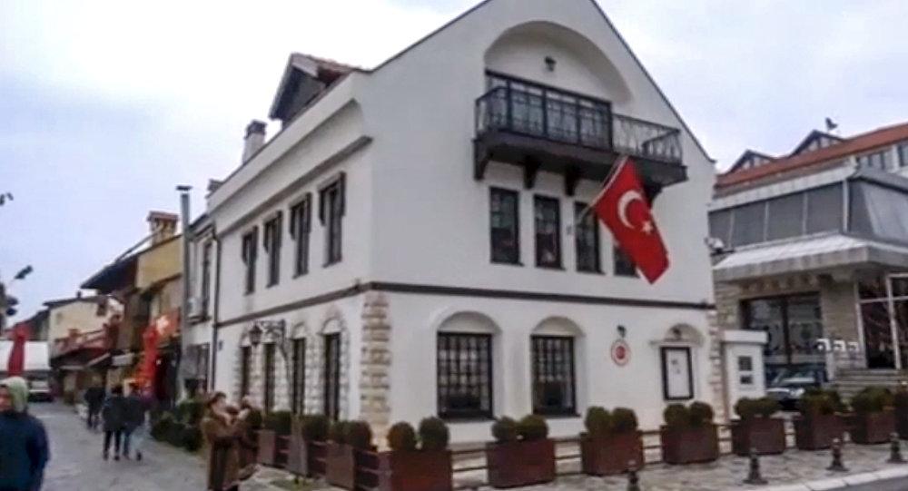 Kosovodakı Türk konsulluğuna Molotov kokteyli atılıb