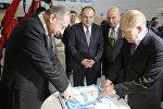 Вице-президент авиакомпании AZAL Эльдар Гаджиев и генеральный директор аэропорта Внуково Василий Александров