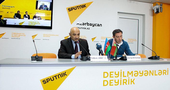 Видеомост Баку-Минск в Международном пресс-центре Sputnik Азербайджан на тему Предварительные итоги визита президента Беларуси в Азербайджан