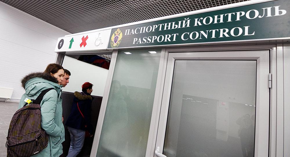 Паспортный контроль в московском аэропорту, фото из архива