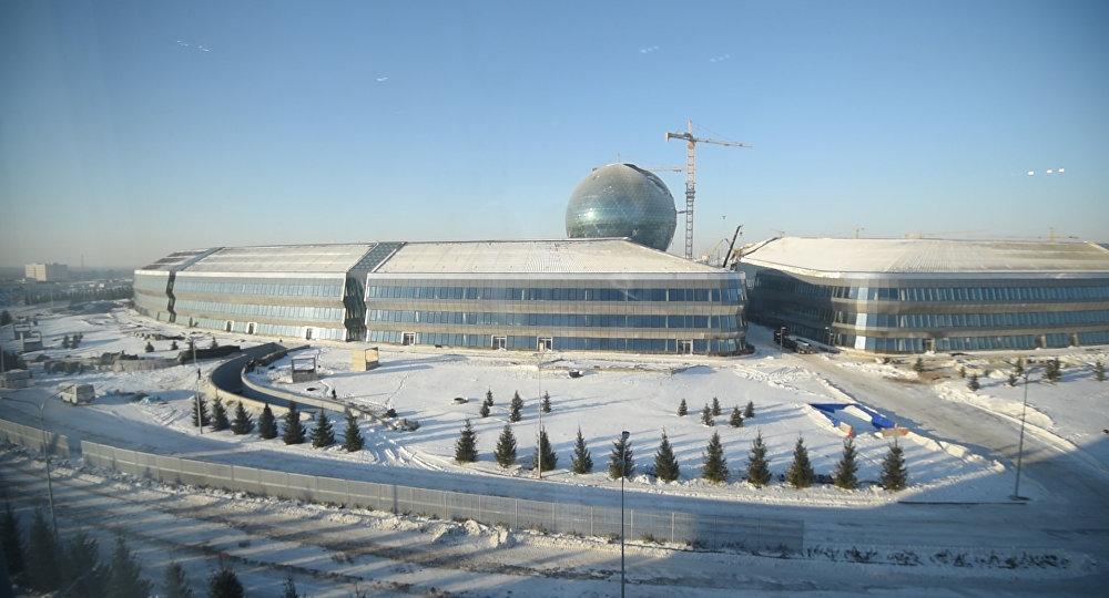 Территория, на которой находятся строящиеся здания выставки ЭКСПО-2017 в Астане