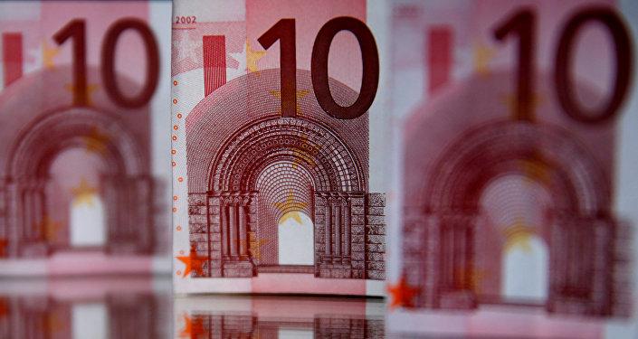 Банкноты достоинством в 10 евро, фото из архива