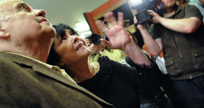 Режиссер Эльдар Рязанов и поэтесса Белла Ахмадулина во время презентации новых работ Зураба Церетели цикла Мои современники