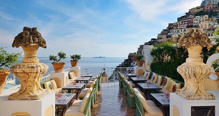 İtaliyanın Pozitano şəhərindəki Le Sirenuse hoteli, arxiv şəkli