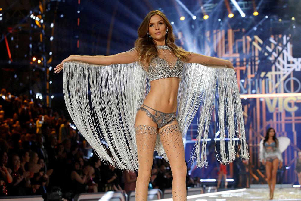В Париже состоялось грандиозное шоу Victoria's Secret 2016