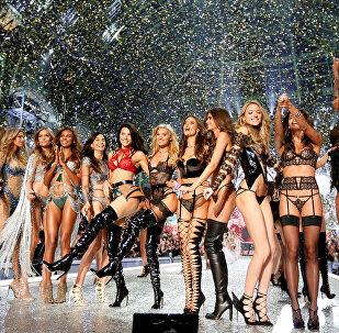 Шоу Victoria's Secret 2016 в Париже