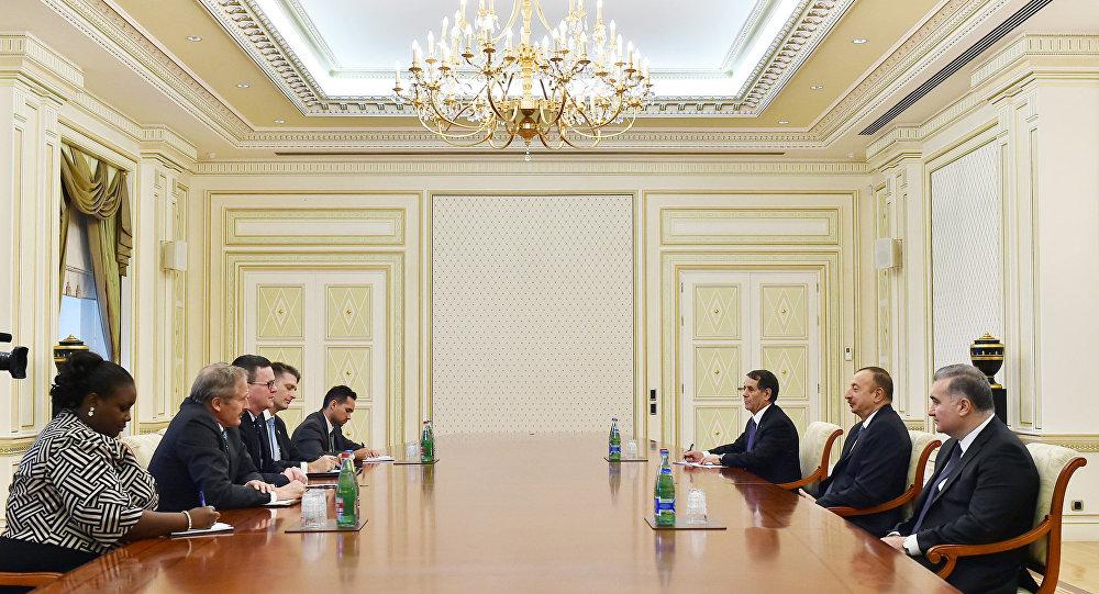 Президент Азербайджана Ильхам Алиев принял делегацию во главе с заместителем советника министра торговли США по региону Европы, Среднего Востока и Африки Майклом Лалли