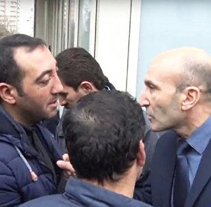 Akkord Şirkətlər Qrupuna məxsus ofisinin qarşısında etiraz aksiyası