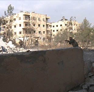 Сирийские солдаты отстреливались от боевиков в восточной части Алеппо