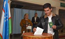 Граждане голосуют на выборах президента Узбекистана, 4 декабря 2016 года
