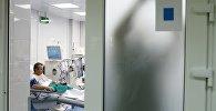 Пациент в палате больницы, фото из архива