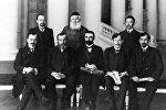 Фатали хан Хойский (сидит слева) вместе с группой депутатов Второй Государственной думы, 1907 год