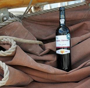 Бутылка вина, фото из архива