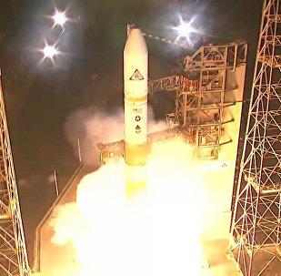 Запуск ракеты Delta IV со спутником для армии США