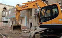 Nərimanov rayonu Faiq Yusifov küçəsində binaların sökünütüsünə başlanılıb