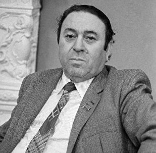 Şair Nəbi Xəzri 1982-ci ildə