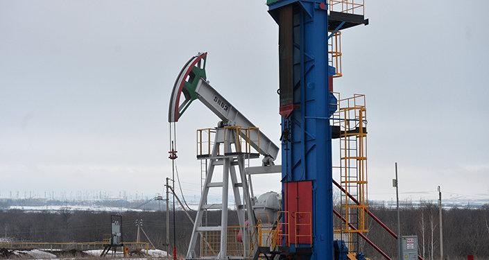 Азербайджан уменьшил суточную добычу нефти