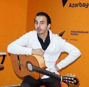 Gənc gitara ifaçıları Cavid Ələkbərli (solda) və Elnur Fəttahov