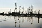 Вид на промысел нефтеперерабатывающего управления, архивное фото