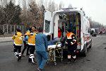 Yaralıları daşıyan ambulans