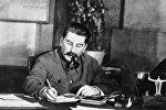 İosif Stalin iş otağında, 1 noyabr 1938-ci il