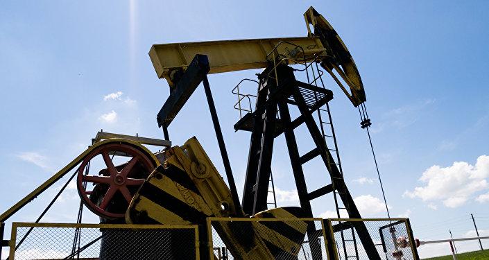 Нефтяные станки-качалки, фото из архива