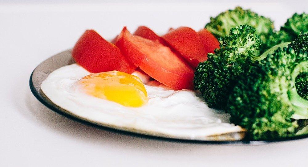 Brokkoli və yumurta