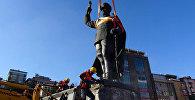 Rizədə Atatürkün heykəlinin sökülməsi