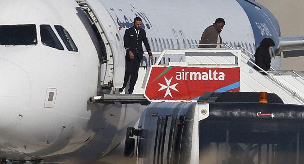 Все пассажиры схваченного наМальте самолета насвободе, угонщики арестованы