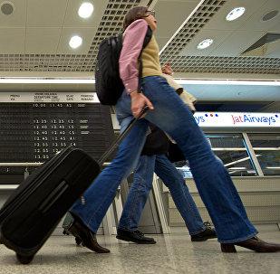 Туристы в аэропорту Белграда, фото из архива