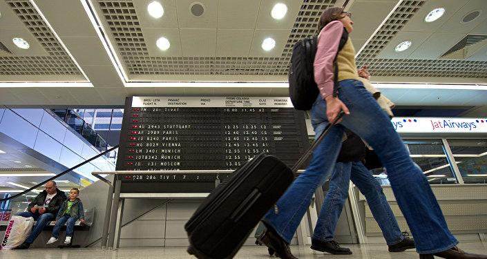 Туристы в аэропорту, фото из архива