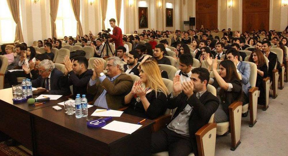 Azərbaycan Dövlət İqtisad Universitetində I Universitetlərarası Ana dili müsabiqəsi keçirilib