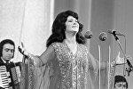 Народная артистка СССР певица Зейнаб Ханларова