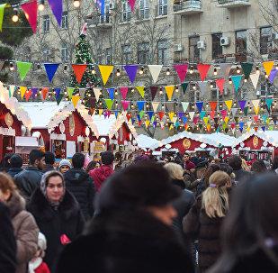 Благотворительная новогодняя ярмарка Холодные руки - горячие сердца в центре Баку
