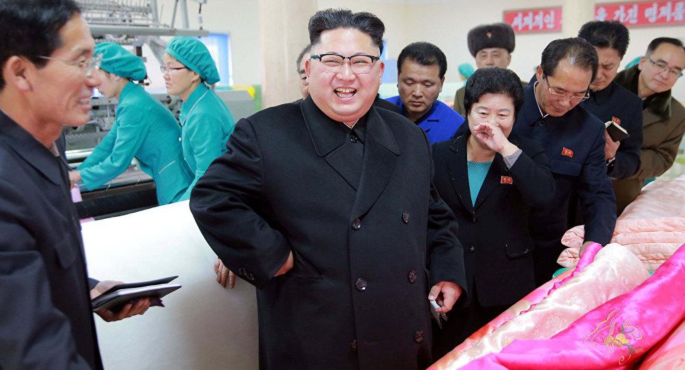 Şimali Koreya lideri Kim Çen In yorğan fabrikində, 9 yanvar 2017-ci il
