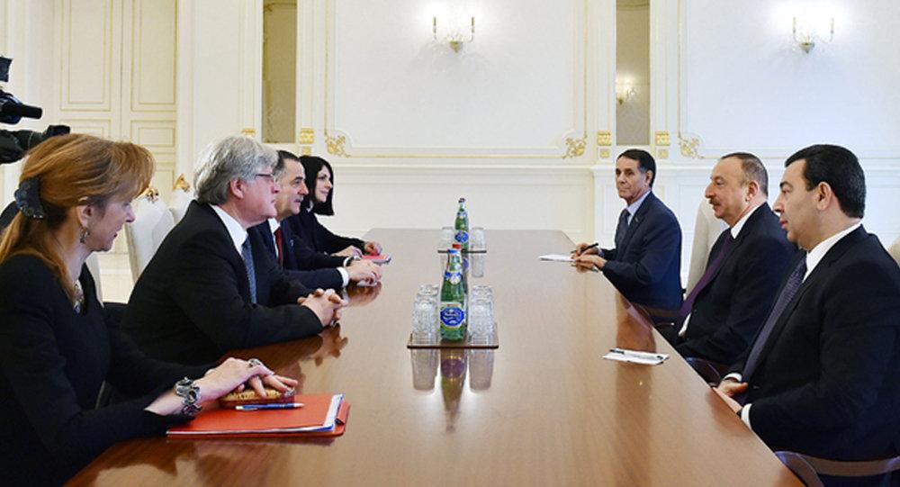 Президент Азербайджана Ильхам Алиев принял содокладчиков Мониторингового комитета ПАСЕ Сезара Флорина Преда и Штефана Шеннака.