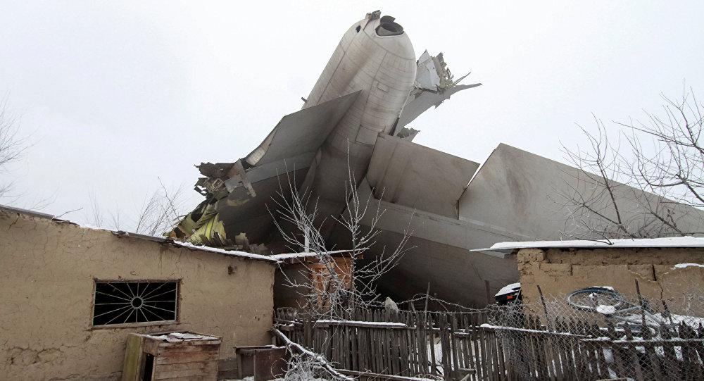 Размещено новое видео сместа падения грузового самолета под Бишкеком