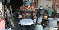 Азербайджанский мастер изготавливает полезную для здоровья посуду